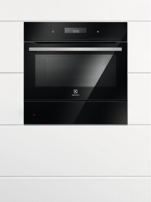 Духовой шкаф ELECTROLUX EVY7800ZOZ,  черный