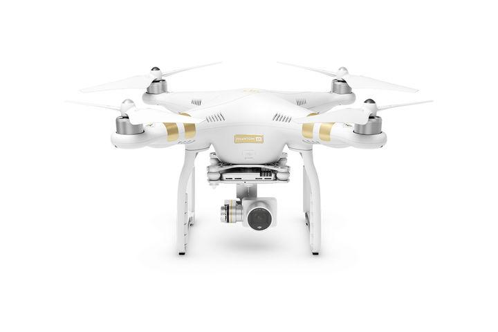 Квадрокоптер DJI Phantom 3 4K с камерой,  белый
