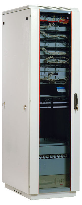 Шкаф коммутационный ЦМО (ШТК-М-33.6.6-1ААА) 33U 600x620мм пер.дв.стекл задн.дв.стал.лист 2 бок.пан.
